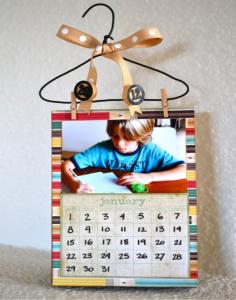 Cuốn lịch cũng được dùng làm quà tặng hay vật lưu niệm