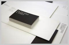Thiết kế đơn giản nhưng nổi bật với kiểu in letterhead trắng đen.
