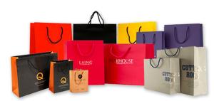 Mẫu in túi giấy chất lượng cao thường phong phú về màu sắc và kiểu dáng trang trí.