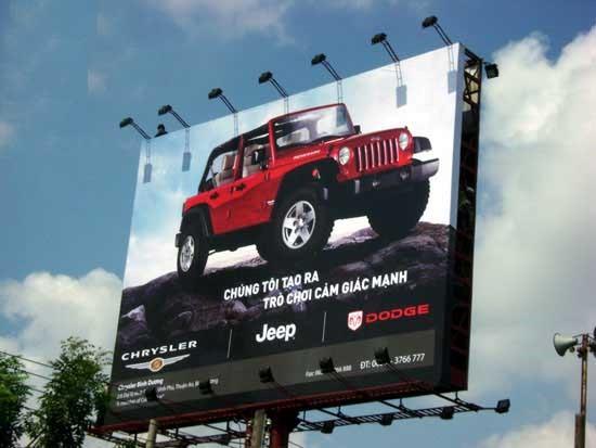 Biển quảng cáo ngoài trời bằng chất liệu hiflex.