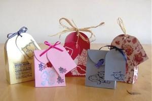 Kiểu túi giấy dùng để đựng quà vừa nhỏ gọn vừa đáng yêu.
