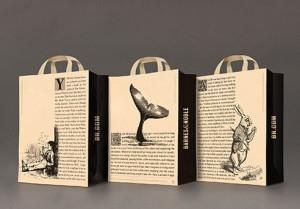 3 mẫu túi in các câu chuyện Tom Sawyer, Moby-Dick, Alice In Wonderland (từ trái qua phải)