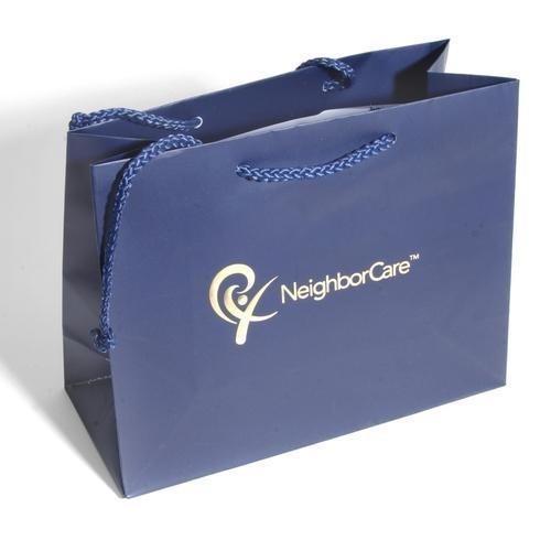 Túi nylon không có tính quảng bá thương hiệu cao cấp như túi giấy.